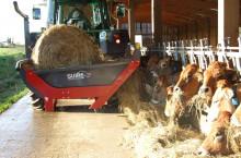 Машини за хранене и развиване на бали